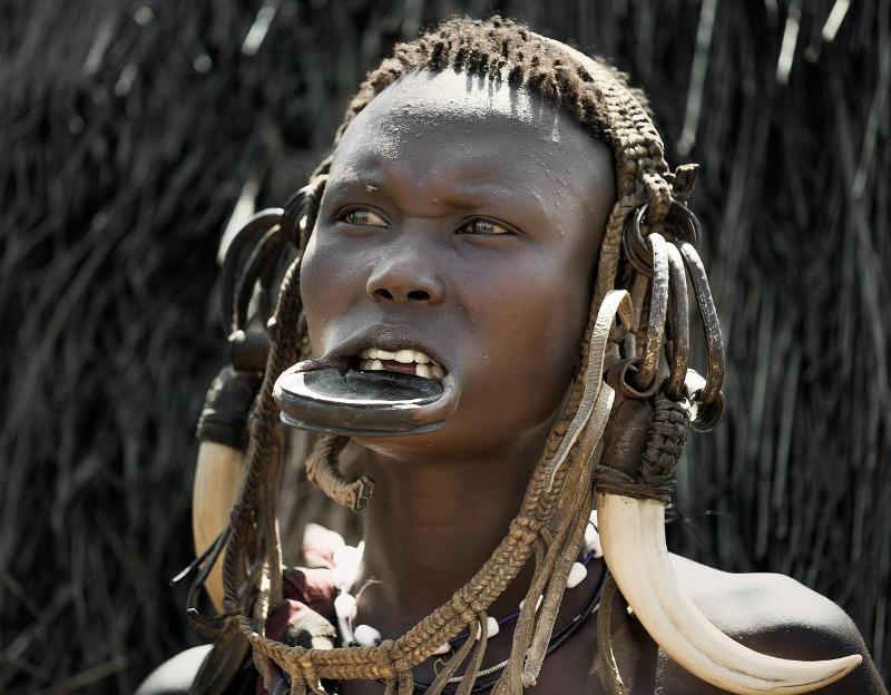 Племя мурси традиции